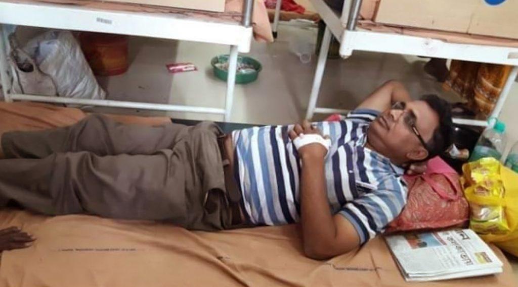 Coronavirus Scare In West Bengal: করোনাভাইরাসের আতঙ্কে গোমুত্র পান, অসুস্থ হয়ে ঝাড়গ্রাম হাসপাতালে ভর্তি যুবক