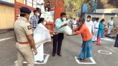 Mamata Banerjee: আলিপুরে রিক্সাচালকদের খাদ্য সামগ্রী বিতরণ করলেন মুখ্যমন্ত্রী মমতা ব্যানার্জি