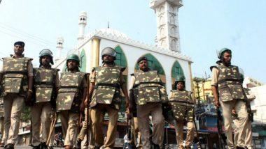 Aligarh Mosque: শান্তিপূর্ণভাবে হোলি উদযাপনের জন্য কালো ত্রিপল দিয়ে ঢাকা হল মসজিদ