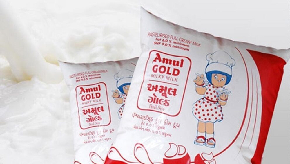 Amul Milk: কাল থেকে লিটারে দু টাকা বাড়ছে আমুল দুধের দাম