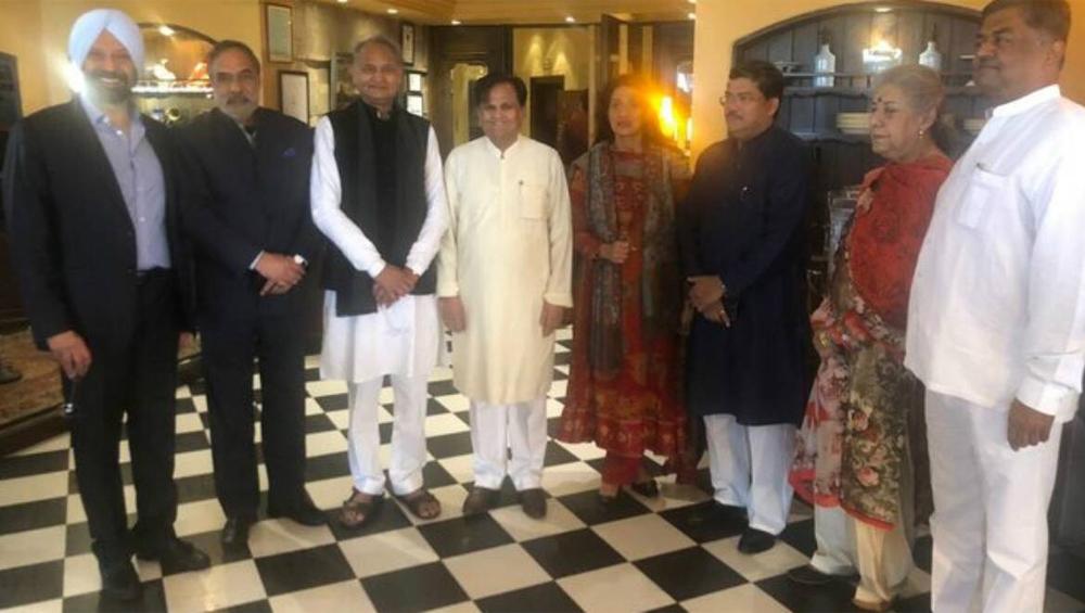 Mukul Wasnik Married Raveena Khurana: ৬০ বছর বয়সে গাঁটছড়া, বিয়ে করলেন এই কংগ্রেস নেতা