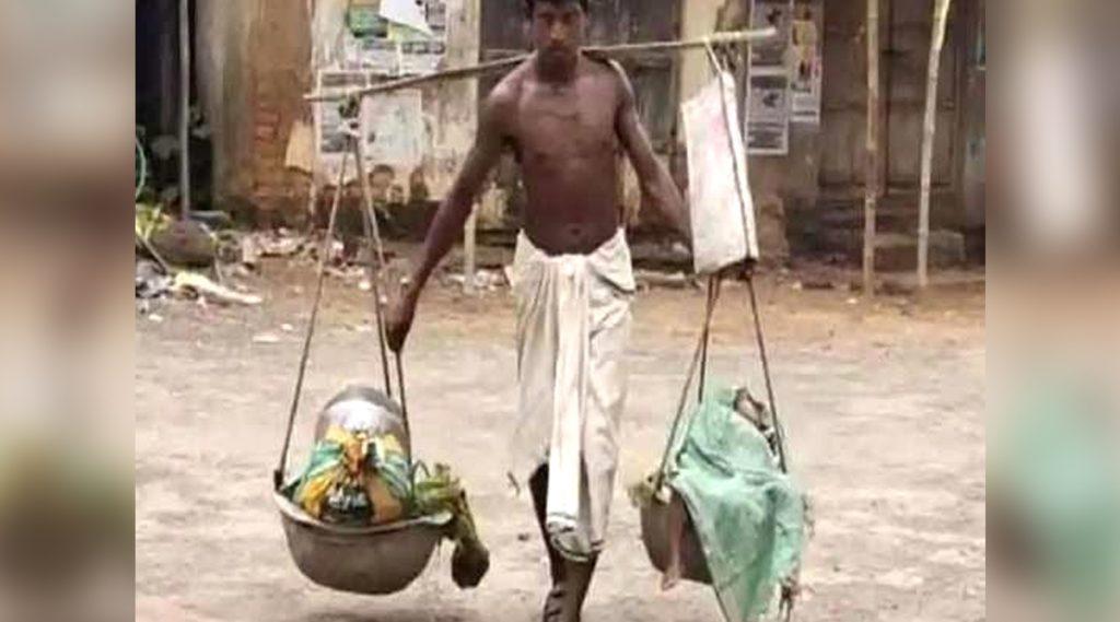 Odisha: দুই সন্তানকে বাঁকে বসিয়ে মাইলের পর মাইল হেঁটে শেষপর্যন্ত ভিটেয় পৌঁছলেন বাবা