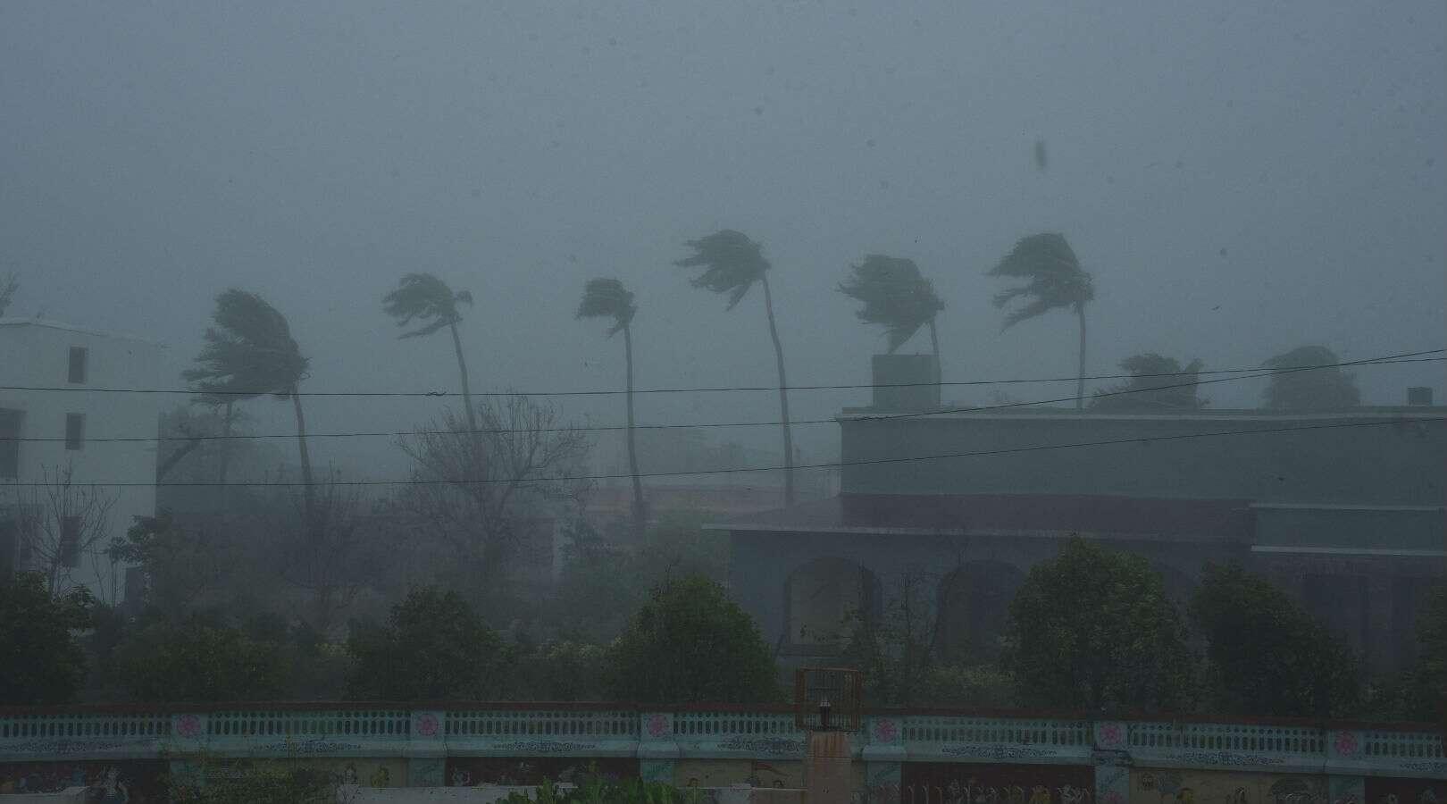 Cyclone Yaas Update: জানুন জেলায় জেলায় কী চলছে, রাজ্যের ৯ লক্ষ মানুষকে সরানো হল অন্যত্র