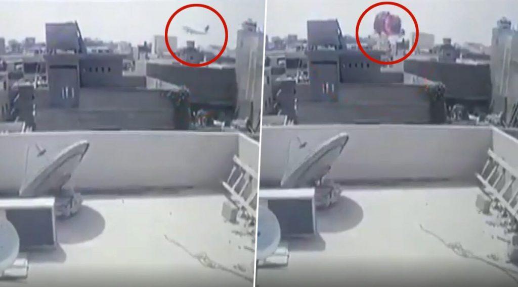PIA Plane Crash Video: করাচিতে ভয়ঙ্কর পাকিস্তান এয়ারলাইন্সের বিমান দূর্ঘটনার হাড়হিম করা সিসিটিভি ফুটেজ
