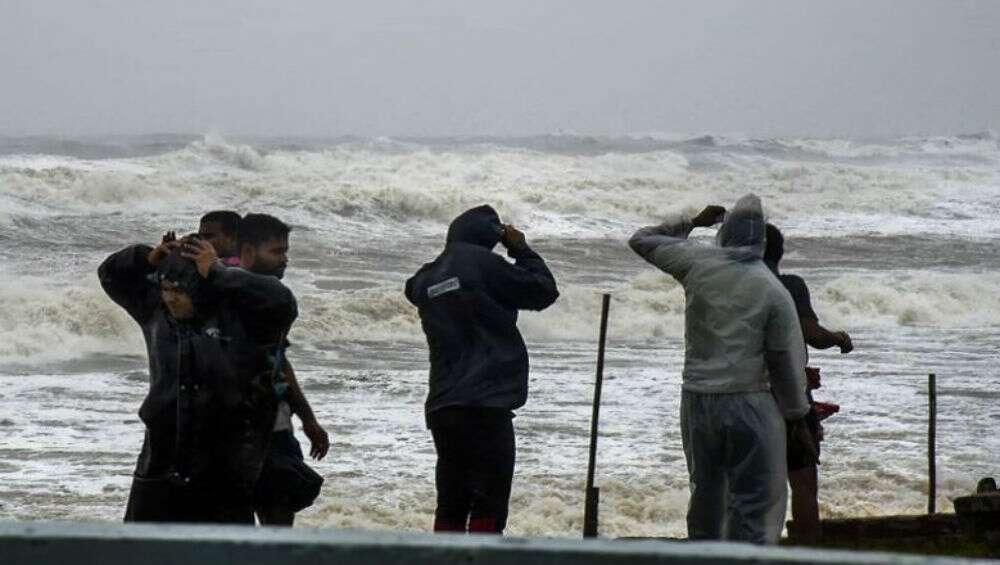 Cyclone Amphan: ঘুর্ণিঝড় আমফানের প্রভাবে মঙ্গলবার থেকে কলকাতা সহ ৭ জেলায় বৃষ্টির সম্ভাবনা