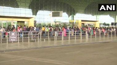 Domestic Flights in India: করোনার জেরে ২ মাস বন্ধ থাকার পর আজ শুরু বিমানচলাচল, ছবিতে বিমানবন্দরে মাস্ক পরা যাত্রীদের লাইন
