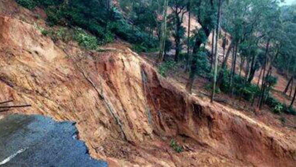 West Bengal Monsoon 2020: ভারী বৃষ্টিতে ভাসছে উত্তরবঙ্গ, ধস নেমে বন্ধ দার্জিলিংয়ের রাস্তা