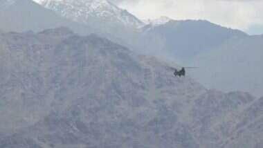 Ladakh: হুঁশিয়ার চিন, লেহতে বায়ুসেনার চিনুক হেলিকপ্টারের চক্কর: ভিডিয়ো