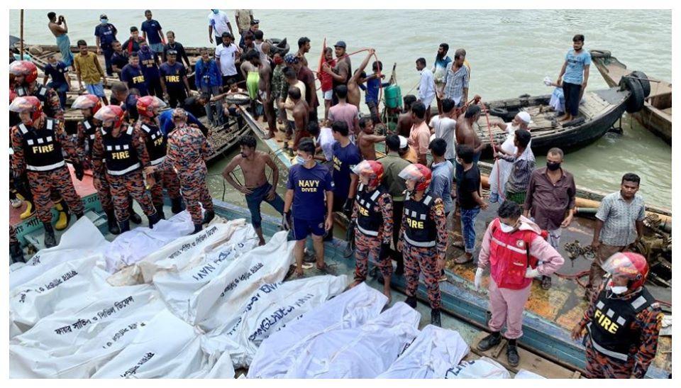 Bangladesh Boat Capsized: বাংলাদেশের বুড়িগঙ্গায় ভয়াবহ ফেরি দুর্ঘটনা, এখনও পর্যন্ত ২৩ জনের মৃতদেহ উদ্ধার