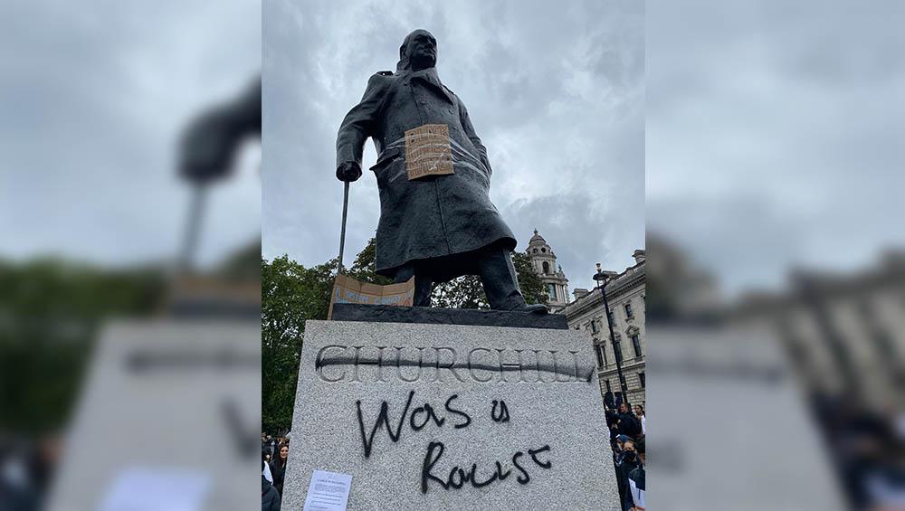 Winston Churchill Memorial: 'বর্ণবিদ্বেষী ছিলেন উইনস্টন চার্চিল', মূর্তিতে রেসিস্টের তকমা ঝুলিয়ে বিক্ষোভ লন্ডনে