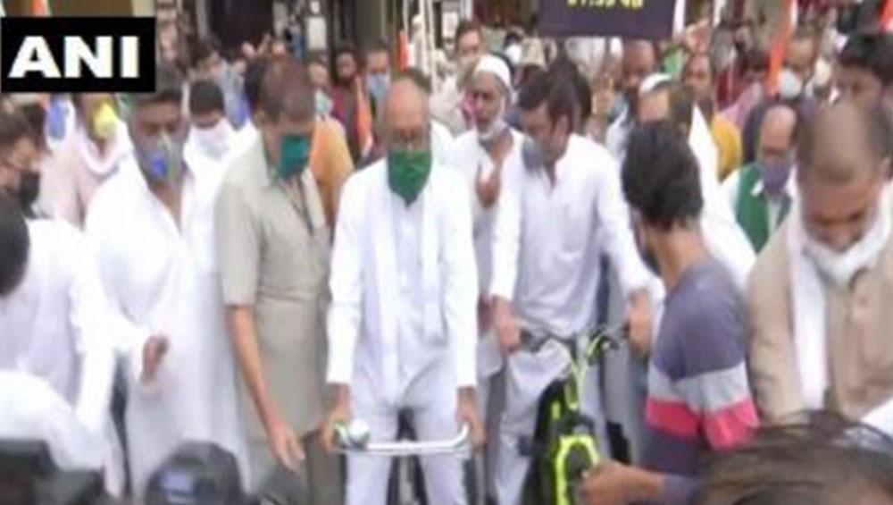 FIR Against Digvijaya Singh: জ্বালানি তেলের মূল্যবৃদ্ধির প্রতিবাদে সাইকেল মিছিল, কংগ্রেস নেতা দিগ্বিজয় সিংয়ের বিরুদ্ধে দায়ের এফআইআর