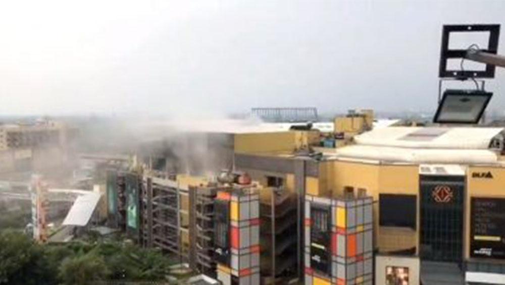 DLF Mall Roof Collapse: হুড়মুড়িয়ে ভেঙে পড়ছে নয়ডার ডিএলএফ মল?, সোশ্যাল মিডিয়ায় ভাইরাল সেই দৃশ্য