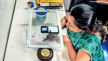Online Teaching: ফ্রিজের ট্রে'র ওপর মোবাইল রেখে অনলাইনে ক্লাস করাচ্ছেন শিক্ষিকা, নেটদুনিয়ায় ভাইরাল এই ছবি