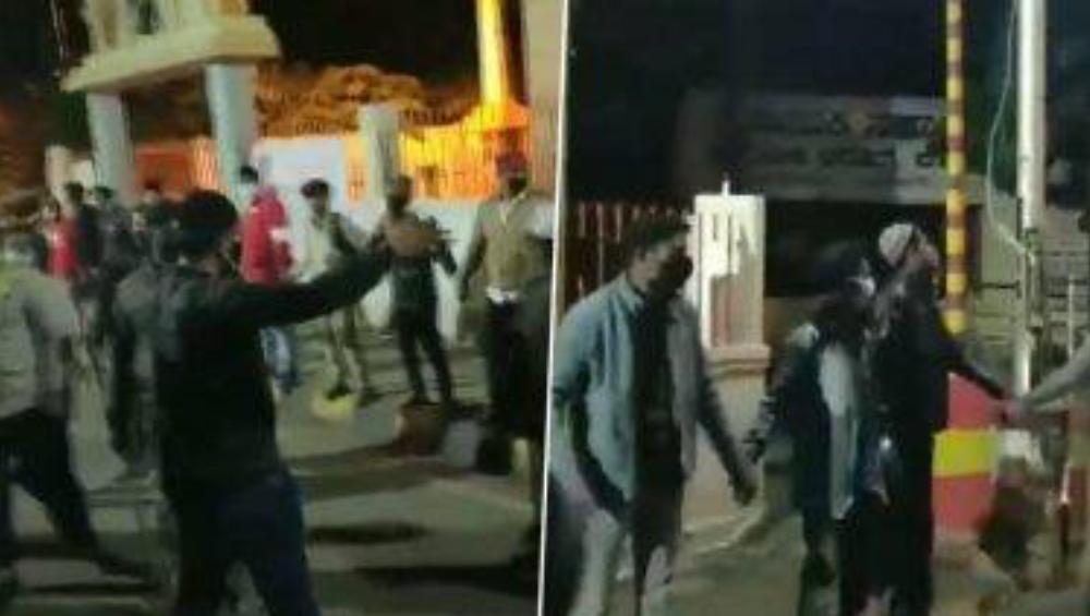 Bengaluru Violence: রণক্ষেত্র বেঙ্গালুরুতে মুসলিম যুবকদের সম্প্রীতির নজির, রাতভর মানব বন্ধনীতে সুরক্ষিত রইল মন্দির(দেখুন ভিডিও)