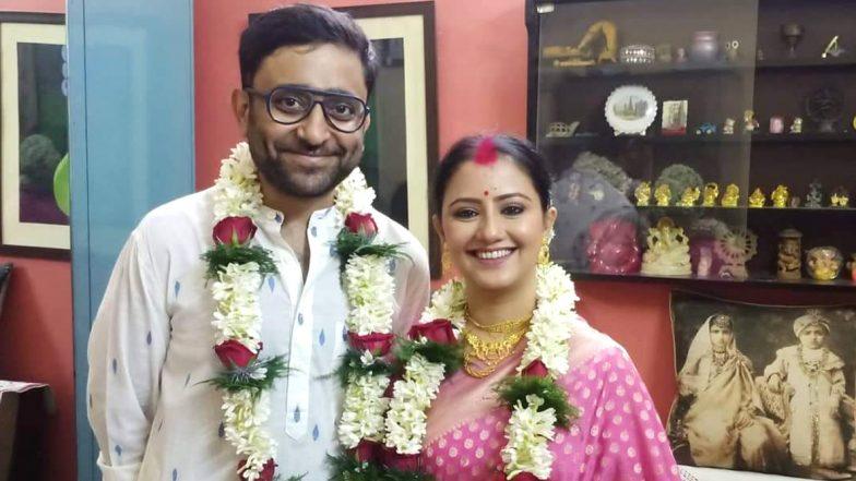 Abhimanyu Mukherjee & Manali Dey Get Married: করোনা আবহে দুই পরিবারের উপস্থিতিতে বিয়ে সারলেন অভিনেত্রী মানালি দে ও পরিচালক অভিমন্যু মুখার্জি