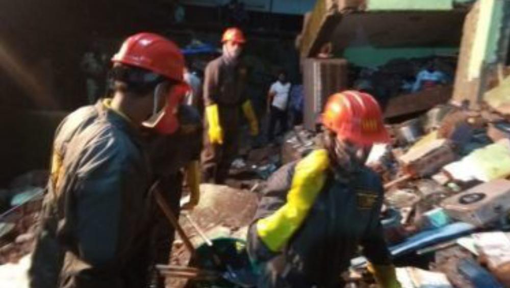 Bhiwandi Building Collapse: মহারাষ্ট্রে ফের বহুতল ভেঙে মৃত ৮, ধ্বংসস্তূপ থেকে উদ্ধার জীবন্ত শিশু
