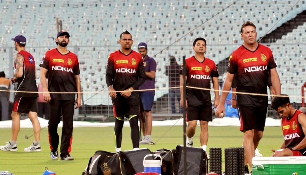 KKR vs RCB IPL 2021 Live Cricket Streaming: সরাসরি দেখুন কলকাতা নাইট   রাইডার্স বনাম রয়্যাল চ্যালেঞ্জার্স বেঙ্গালুরু ম্যাচ স্টার স্পোর্টস ও ডিজনি+হটস্টার অনলাইনে