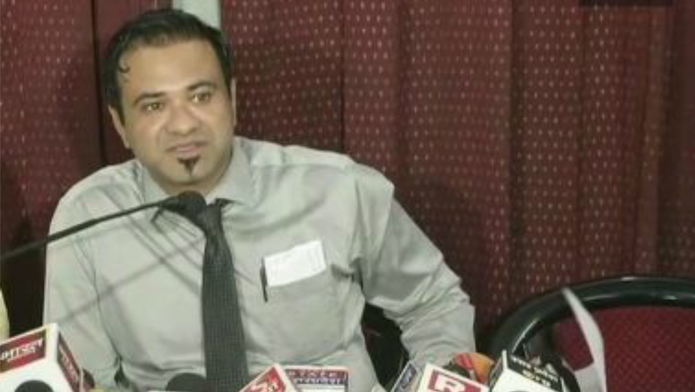 Dr Kafeel Khan: করোনা আক্রান্তদের চিকিৎসা করতে চাই, যোগী আদিত্যনাথকে চিঠি কাফিল খানের