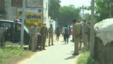 Hathras Case: হাথরাসের গ্রামে সংবাদমাধ্যমকে ঢুকতে দিল পুলিশ, নিষেধাজ্ঞা রাজনৈতিক দলের ঢোকায়