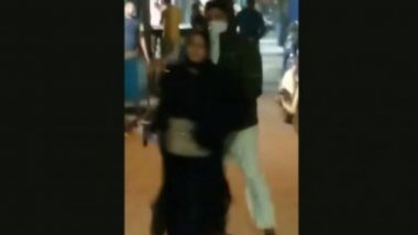 Delhi Woman Fires Bullets: আনাজের দোকান লক্ষ্য করে একের পর গুলি ছুঁড়ছে বোরখাওয়ালি, রাজধানীতে ভাইরাল ভিডিও