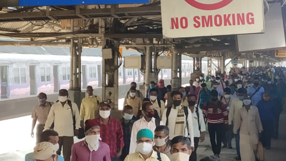 Coronavirus Cases In West Bengal: ভিড়ের চাপে প্রথম দিনেই সোশ্যাল ডিসট্যান্সিং ব্রাত্য, বাড়ছে ট্রেন, সংক্রমণও বাড়ার আশঙ্কা