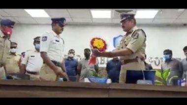 Hyderabad Traffic Constable: রোগীকে সময়মতো হাসপাতালে পৌঁছাতে ব্যস্ত রাস্তায় নিঃস্বার্থ দৌড় কনস্টেবলের,  পেলেন পুরস্কার