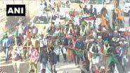 Tractor Rally: প্রজাতন্ত্র দিবসের দিন আন্দোলনরত কৃষকদের ট্র্যাক্টর মিছিলকে কেন্দ্র করে উত্তাল দিল্লি, সিংঘু সীমান্তে ভাঙল ব্যারিকেড