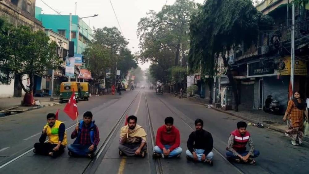 Bangla Bandh Effect On Students: ১১ মাস পরে আজই খুলছে স্কুল, বামেদের ডাকা বনধের জেরে সমস্যায় পড়ুয়ারা