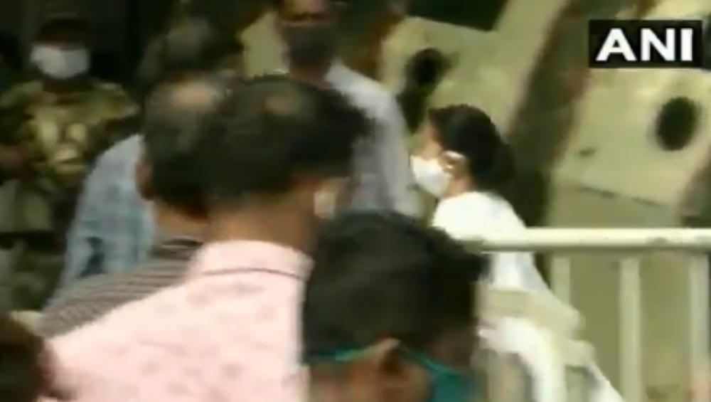 Coal Scam: সিবিআই জেরার আগে অভিষেকের বাড়িতে মমতা বন্দ্যোপাধ্যায়