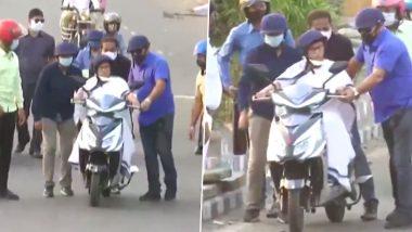 Mamata Banerjee: নবান্ন থেকে স্কুটি চালিয়ে বাড়ির উদ্দেশে রওনা মমতা ব্যানার্জির