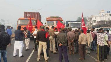 Bangla Bandh Update: পুলিশি লাঠিচার্জের প্রতিবাদে বামেদের ডাকা বাংলা বনধে সচল মহানগর, জেলায় জেলায় রেল অবরোধ