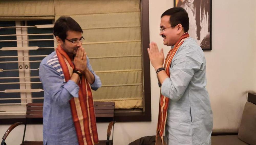 BJP Leader Meets Prasenjit Chatterjee: এবার প্রসেনজিতের বাড়িতে বিজেপি নেতা, পদ্মশিবিরে টলিউড সুপারস্টার?