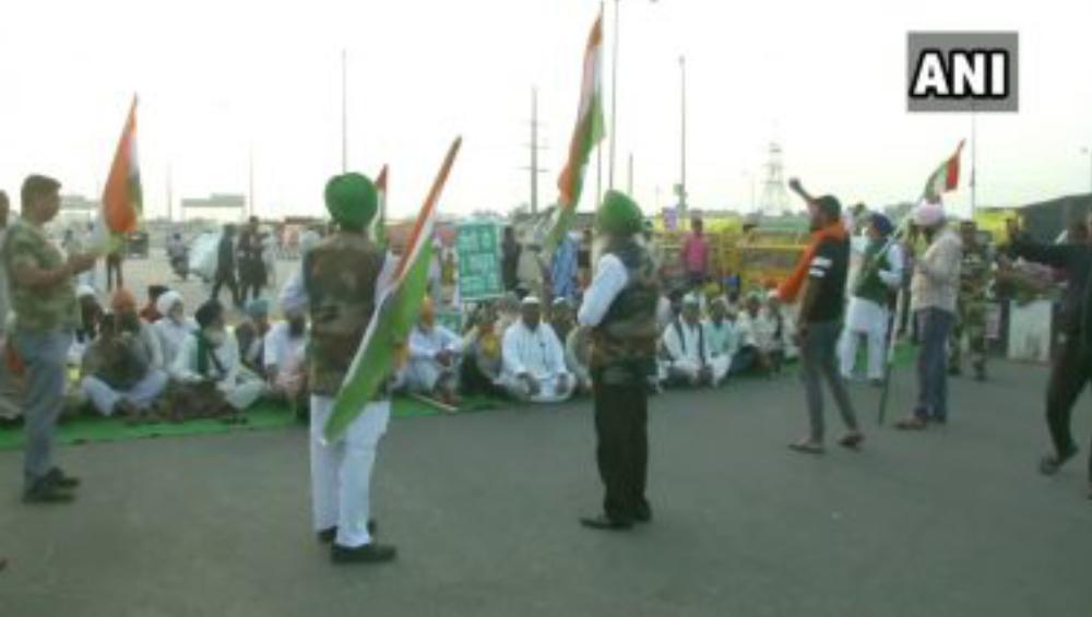 Bharat Bandh Today: ভারত বনধ, ৩ কৃষি আইন প্রত্যাহারের দাবিতে ২৪ নম্বর জাতীয় সড়কে বসে পড়লেন  কৃষকরা