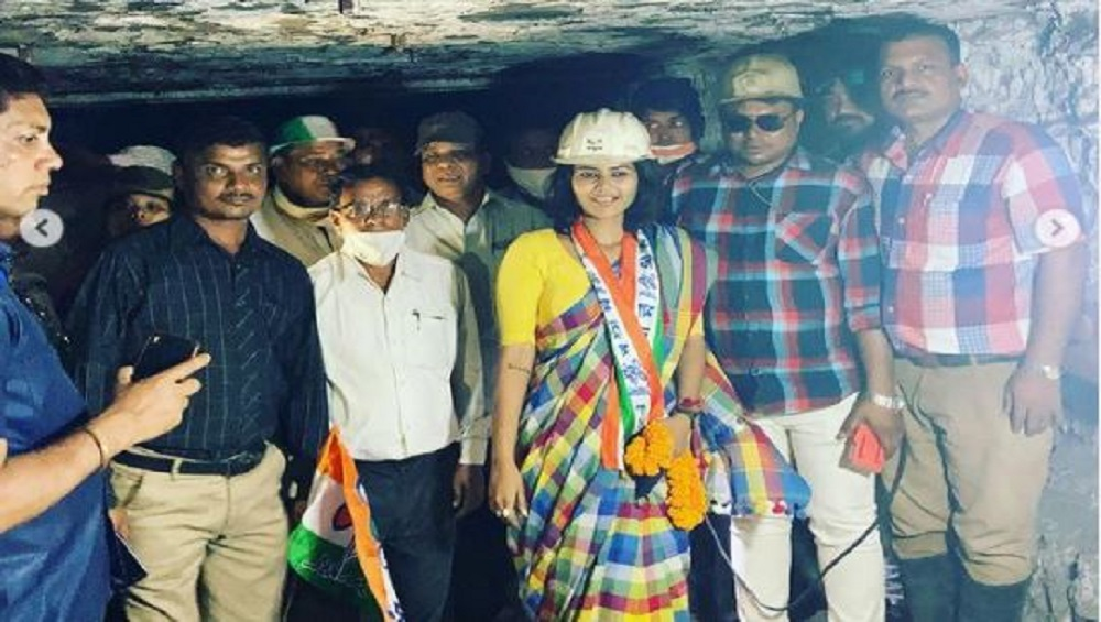 WB Assembly Elections 2021 : শাড়ি পরে কয়লা খনিতে সায়নী, বিতর্কে তৃণমূলের তারকা প্রার্থী