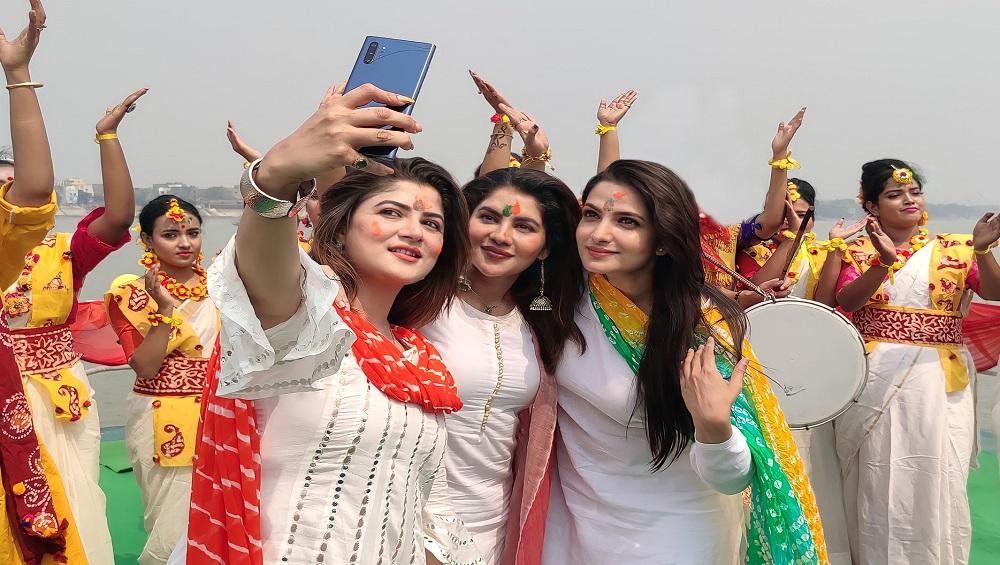 West Bengal Assembly Election 2021 : মদন মিত্রর সঙ্গে দোল নিয়ে বিতর্ক, 'সরি' বললেন শ্রাবন্তী