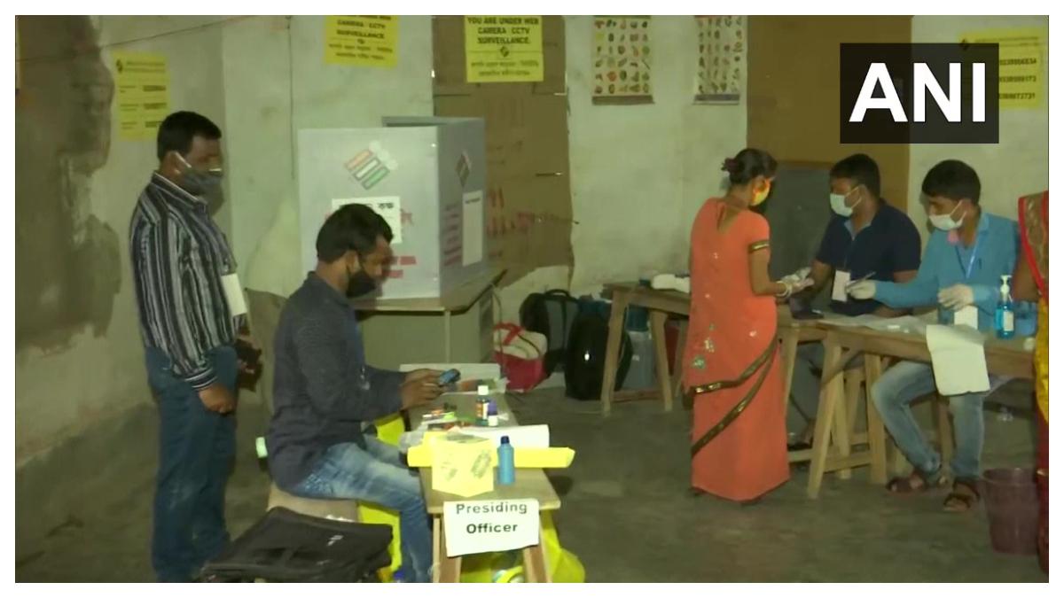 West Bengal Assembly Elections 2021 7th Phase Poll Live Updates: বিকেল ৫টা ৩১মিনিট পর্যন্ত ভোটদানের হার ৭৫.০৬ শতাংশ