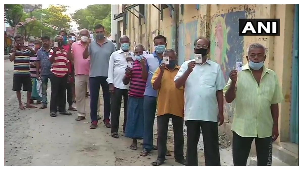 West Bengal Assembly Election 2021: চাকদহে আগ্নেয়াস্ত্র নিয়ে বুথের কাছে নির্দল প্রার্থী