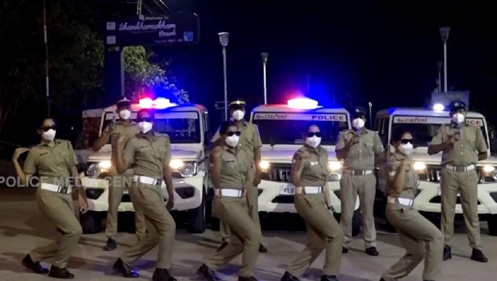Police's Dance: মহামারী থেকে মানুষকে রক্ষা করতে মাঝ রাস্তায় পুলিশের নাচ, ভাইরাল ভিডিয়ো