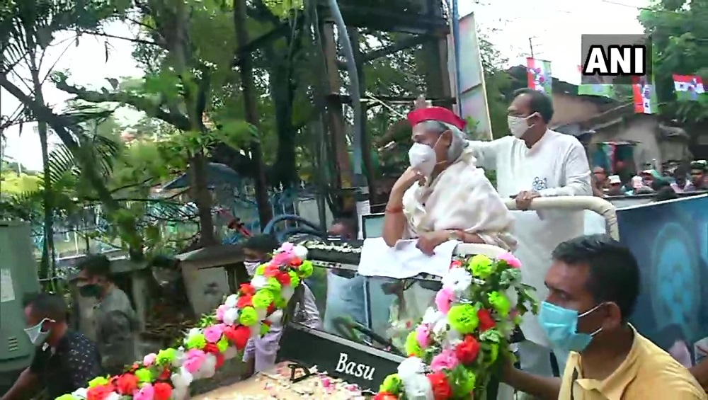 West Bengal Assembly Election 2021 : মাথায় টুপি, টালিগঞ্জের তৃণমূল প্রার্থী অরূপ বিশ্বাসের প্রচারে জয়া