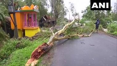Cyclone Yaas: ঘূর্ণিঝড় য়াসের দাপটে লণ্ডভণ্ড ওড়িশার ধামড়া, দেখুন