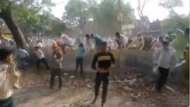 UP Panchayat Election 2021: কোভিড সংক্রমণকে বুড়ো আঙুল, গণনা কেন্দ্রের দিকে ছুটছেন মানুষ
