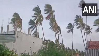 Cyclone Yaas: য়াসের গর্জন, দিঘা থেকে ২৪০ কিলোমিটার দূরে চোখ রাঙাচ্ছে ঘূর্ণিঝড়