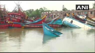 Cyclone Yaas: ঘূর্ণিঝড় য়াসের দাপট, পারাদ্বীপে নৌকা, ট্রলারগুলির কী অবস্থা দেখুন