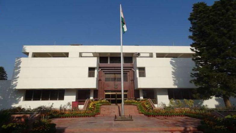 Pakistan: নিজেদের আইসোলেশনে রাখুন, ভারতীয় হাই কমিশনের ১২ অফিসারকে নির্দেশ পাকিস্তানের