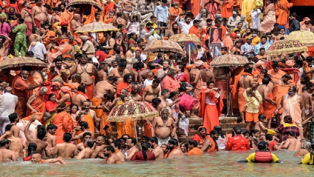 Kumbh Mela: ভয়াবহ! কুম্ভ থেকে ফিরে 'সুপার স্প্রেডার' বৃদ্ধার সংস্পর্শে করোনায় আক্রান্ত ৩৩ জন