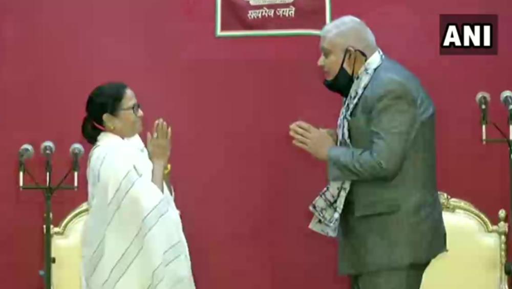Mamata Banerjee: করোনা মোকাবিলাই হবে প্রথম কাজ, শপথের পর বললেন মমতা