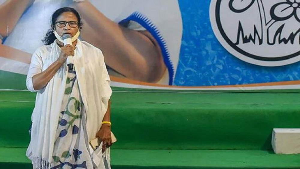 Mamata Banerjee: কোভিড সংক্রমণে রাশ টানতে বৃহস্পতিবার থেকে বন্ধ লোকাল ট্রেন, ঘোষণা মুখ্যমন্ত্রীর