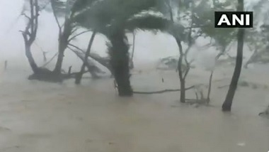 Cyclone Yaas: প্রবল গতিবেগে ওড়িশার ধামড়ায় আছড়ে পড়ল বিধ্বংসী ঘূর্ণিঝড় য়াস