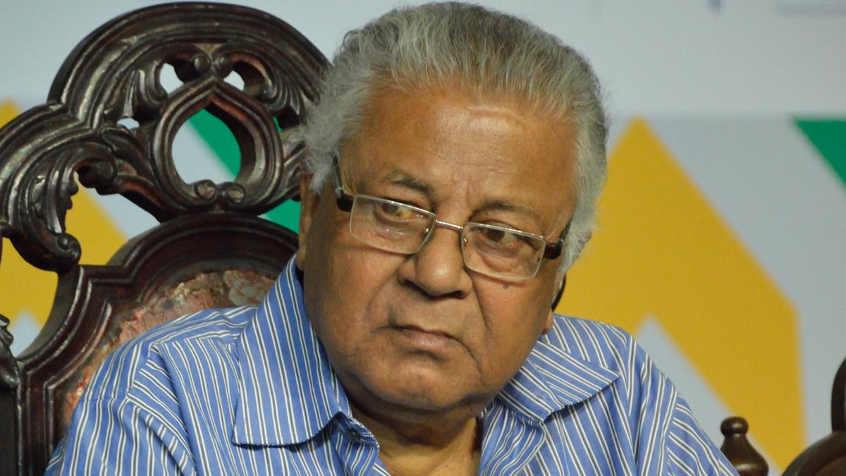 Author Samaresh Majumder: শ্বাসকষ্টের সমস্যা নিয়ে হাসপাতলে ভর্তি সাহিত্যিক সমরেশ মজুমদার
