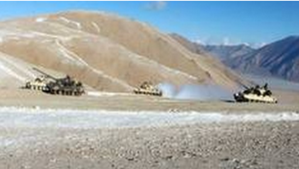 Indo-China Border: চিনের আকাশে উড়ছে এক ঝাঁক যুদ্ধ বিমান, সীমান্তে সতর্ক ভারতীয় সেনা